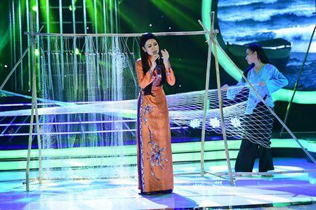 Chang trai gia Dong Nhi nga song soai tren san khau GMTQ - Anh 16