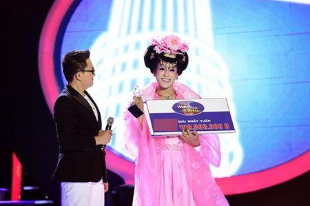 Chang trai gia Dong Nhi nga song soai tren san khau GMTQ - Anh 20