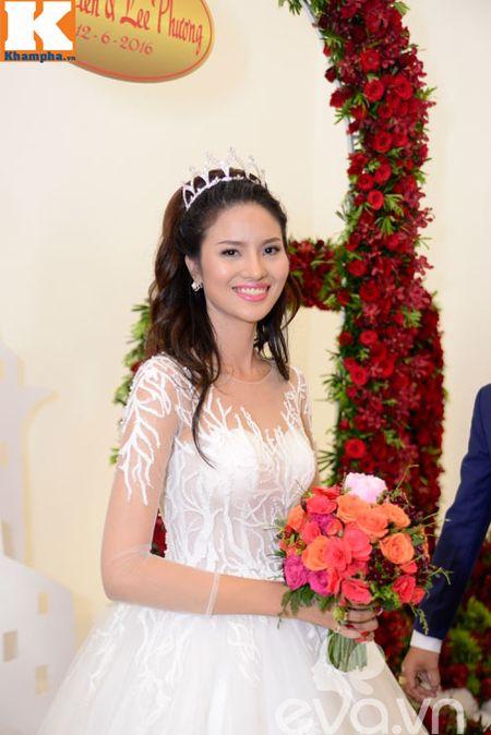 Le Thi Phuong hanh phuc ngot ngao ben chong trong tiec cuoi - Anh 10