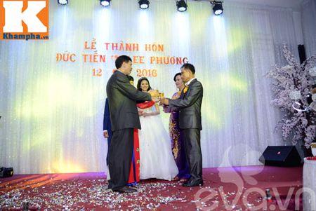 Le Thi Phuong hanh phuc ngot ngao ben chong trong tiec cuoi - Anh 5