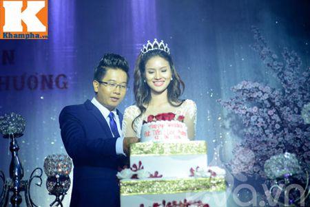 Le Thi Phuong hanh phuc ngot ngao ben chong trong tiec cuoi - Anh 6