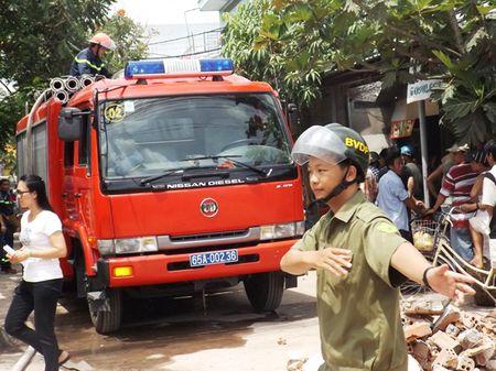 Chay canh nha tro, hang tram sinh vien hoang hot - Anh 1