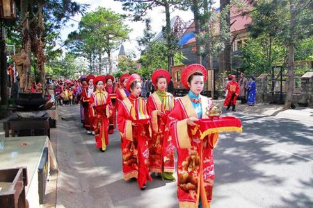 Hon 1.000 nghe nhan tham du Le gio to nghe theu tay Viet Nam - Anh 1