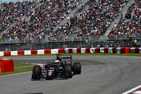 Phan hang Canadian GP: Hamilton vuot Rosberg doat pole - Anh 3