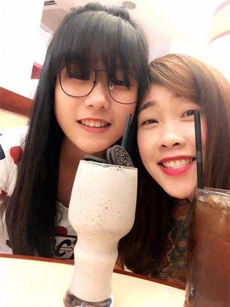 Con gai Hiep Ga 12 tuoi da duoc khen mat xinh, chan dai - Anh 1