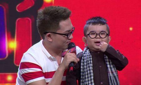 'Thu tai sieu nhi': Hoai Linh chap tay chao thua Kutin - Anh 2