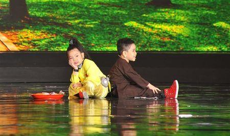 'Thu tai sieu nhi': Hoai Linh chap tay chao thua Kutin - Anh 7