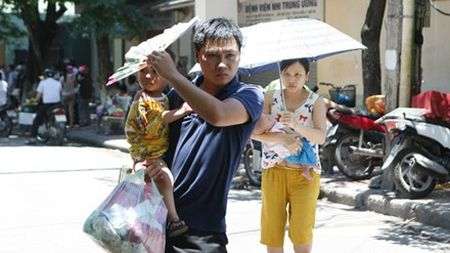 Ban tin 14H: Ha Noi nong len toi 38 do C - Anh 1