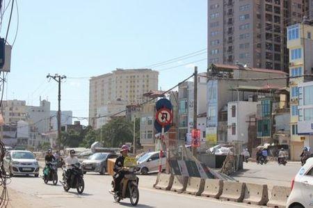 """Dai cong truong """"cau tha"""" tren duong Truong Chinh - Anh 17"""