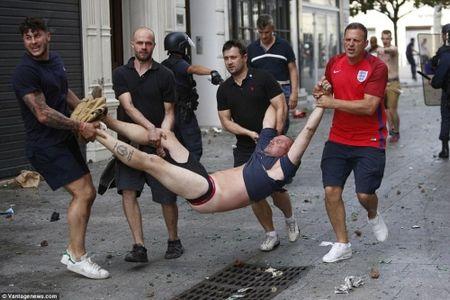 CDV Anh va Nga hon chien khien Marseille chim trong bao loan - Anh 11