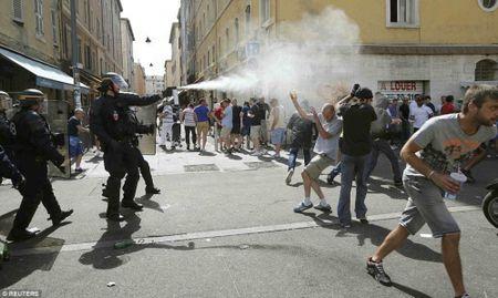 CDV Anh va Nga hon chien khien Marseille chim trong bao loan - Anh 14
