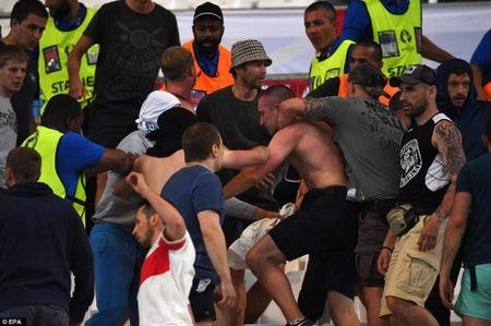 CDV Anh va Nga hon chien khien Marseille chim trong bao loan - Anh 2