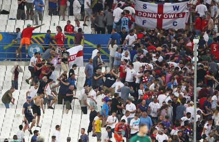 CDV Anh va Nga hon chien khien Marseille chim trong bao loan - Anh 3