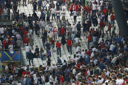 CDV Anh va Nga hon chien khien Marseille chim trong bao loan - Anh 4