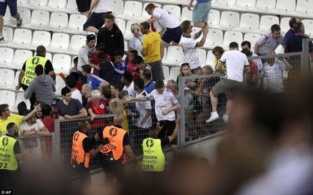 CDV Anh va Nga hon chien khien Marseille chim trong bao loan - Anh 6