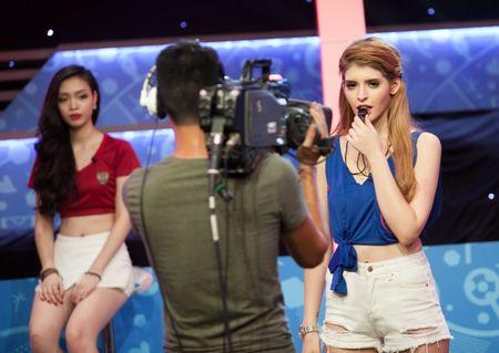 Andrea Aybar dam nhiem vai tro MC chuong trinh 'Nong cung Euro' - Anh 5