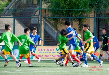Thieu nien Quynh Luu thang de Anh Son 6-0 - Anh 2