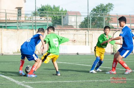Thieu nien Quynh Luu thang de Anh Son 6-0 - Anh 5