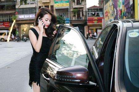 Hoang Thuy Linh lien tuc thay do chay show mua EURO - Anh 5