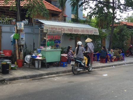 Canh sat truy lung thanh nien giet ban nhau bang muong caphe - Anh 1