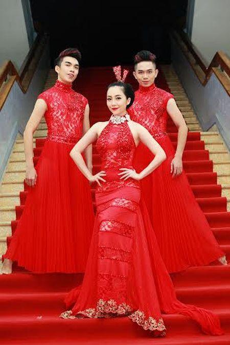 'Chim cong lang mua' Linh Nga khoe sac quyen ru voi vay tua rua do ruc - Anh 3