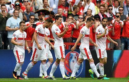 Thuy Si nhoc nhan vuot qua Albania - Anh 1