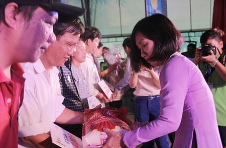 Sang nay, 1.000 cong nhan tham gia Ngay hoi cong nhan tai Dam Sen - Anh 2