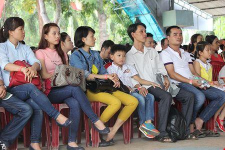 """Cong nhan den som de du """"Ngay hoi cong nhan lao dong"""" - Anh 1"""