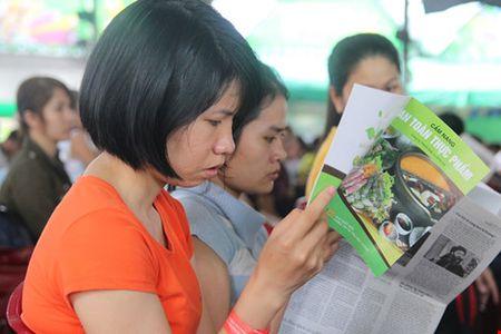 Tang hang tram cam nang an toan thuc pham va bao cho cong nhan - Anh 1