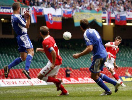 Fan vo mui vi 'Tomahawk' cua Gareth Bale - Anh 1