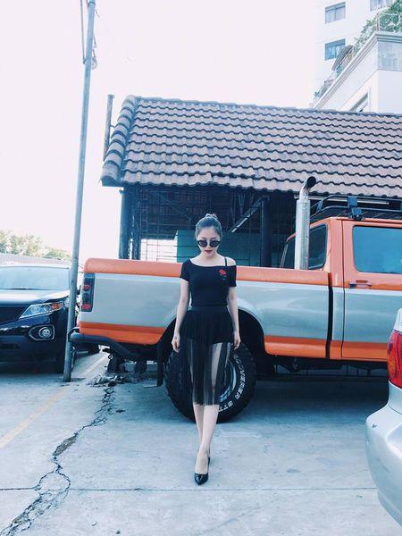 Huong Tram khac phuc nhuoc diem nam lun voi vay ao - Anh 11
