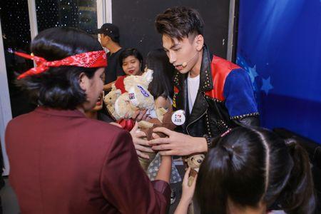 Isaac tranh thu 'lay long' thi sinh Vietnam Idol Kids - Anh 1