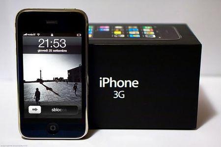 Ky niem 8 nam chiec iPhone 'than thanh' cua Apple ra doi - Anh 1