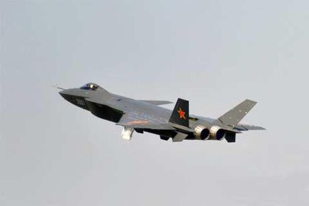 Trung Quoc mang J-20 thach thuc F-22 My o Bien Dong - Anh 1