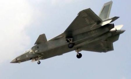 Trung Quoc mang J-20 thach thuc F-22 My o Bien Dong - Anh 2