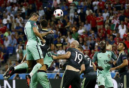 Cristiano Ronaldo thang hoa voi 'Tuyet tam chuong' - Anh 1