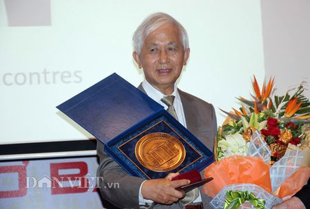 Trao bang Tien si danh du cho Chu tich Hoi gap go Viet Nam - Anh 2