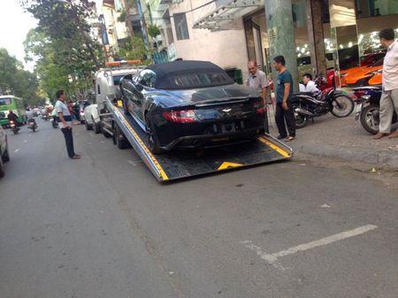 Sieu xe mui tran tien ty Aston Martin Vanquish thu 2 ve VN - Anh 2