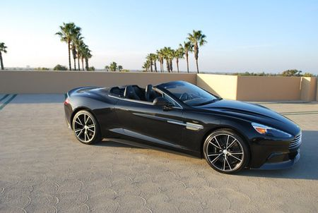 Sieu xe mui tran tien ty Aston Martin Vanquish thu 2 ve VN - Anh 6