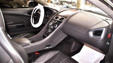 Sieu xe mui tran tien ty Aston Martin Vanquish thu 2 ve VN - Anh 7