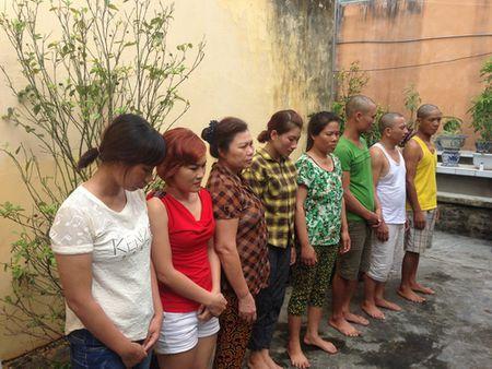 Quang Ninh: Bat qua tang chieu bac co nhieu 'quy ba' - Anh 1