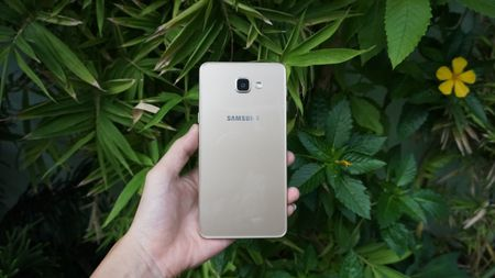 Can canh phablet co lon Galaxy A9 Pro tai Viet Nam - Anh 1