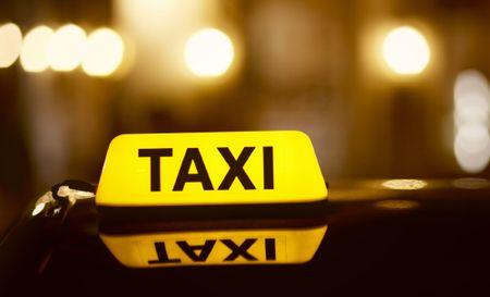 Nhung luu y dang gia khi di taxi mot minh - Anh 1