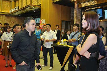 Mai Thu Huyen, Victor Vu hoi ngo trong rap chieu phim - Anh 1