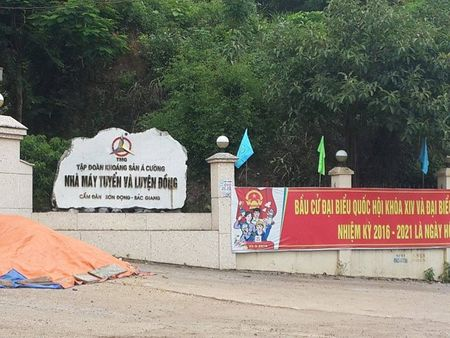 Tiep bai; Can canh dong song Cam Dan bi 'buc tu': Cty A Cuong 'phot lo ' y kien chi dao, coi thuong phap luat - Anh 1