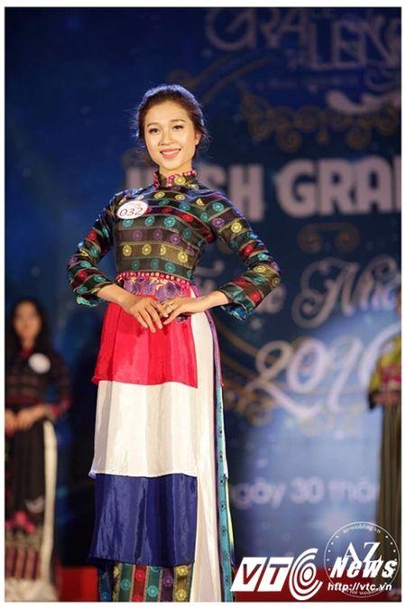 Hoa khoi truong DH Khoa hoc xa hoi Nhan van mo lam nu tiep vien hang khong - Anh 7