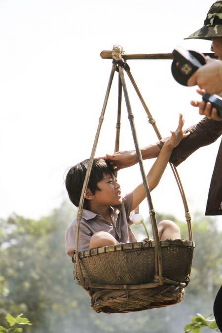 Ngo Thanh Van lay nuoc mat khan gia voi phim ngan ve me - Anh 1