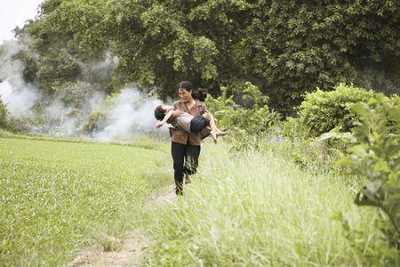 Ngo Thanh Van lay nuoc mat khan gia voi phim ngan ve me - Anh 5