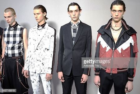 Dior Homme Xuan He 2017: Nhung quy ong cua tuong lai - Anh 1