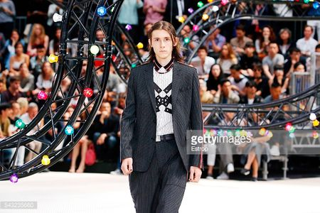 Dior Homme Xuan He 2017: Nhung quy ong cua tuong lai - Anh 3